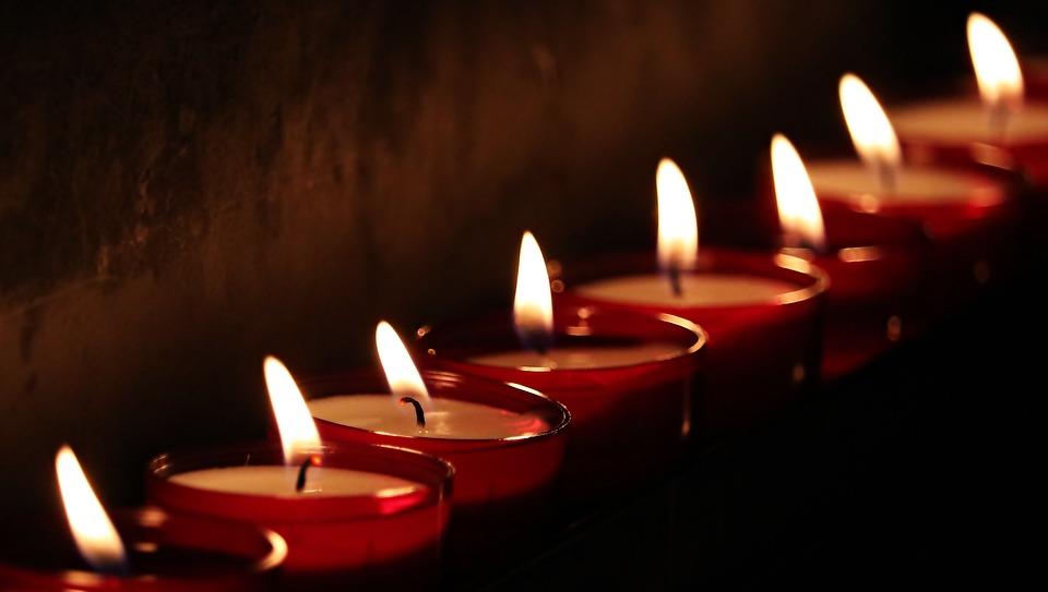 Свечи мерцают