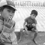 Курящие дети во время Вьетнамской войны