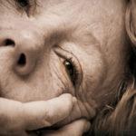 Лицо пожилой больной женщины