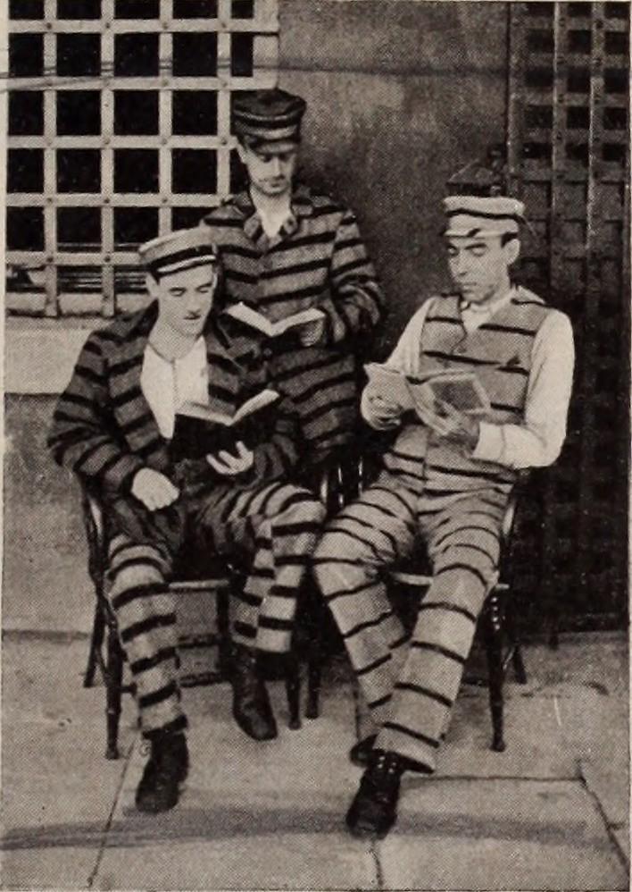 Заключённые читают книги